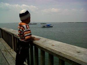 Yusuf melihat perahu nelayan